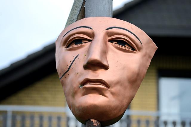 顔に傷のある仮面